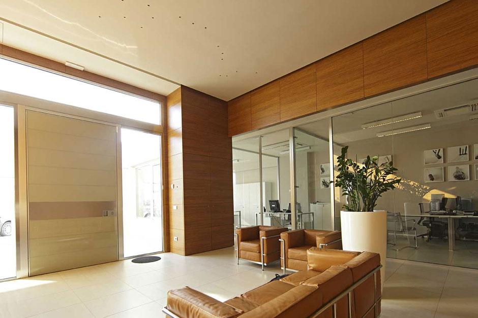 Vista dell\'ingresso con la sala d\'attesa