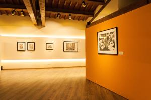 Galleria Espositiva Ferragamo presso Il Borro Da Mantegna a Warhol Storie di vino 12
